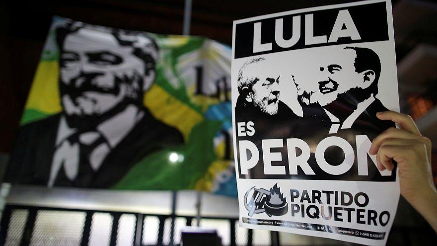 Manifestantes pró-lula em protesto na Argentina