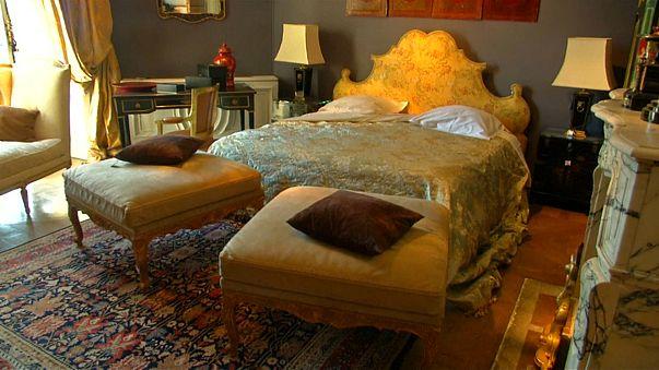 فندق الريتز باريس يعرض تحفاً بقيمة 12 مليون يورو للبيع