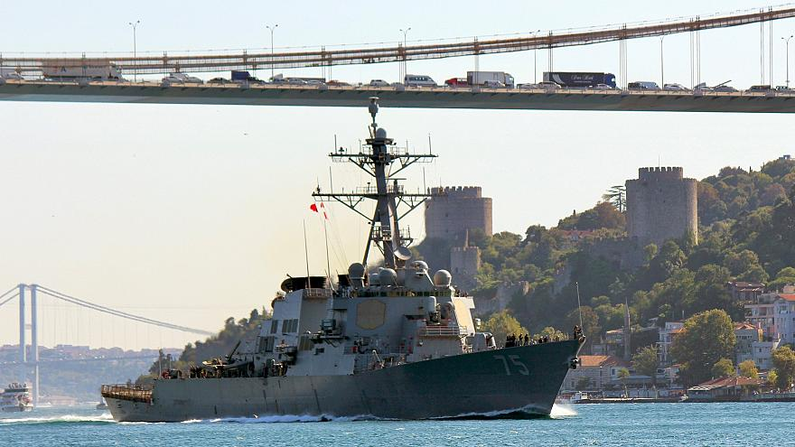 Эсминец ВМС США в Босфоре