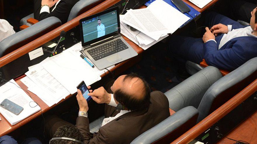 Real-Juve, deputati macedoni incollati alla partita anche durante il voto di fiducia