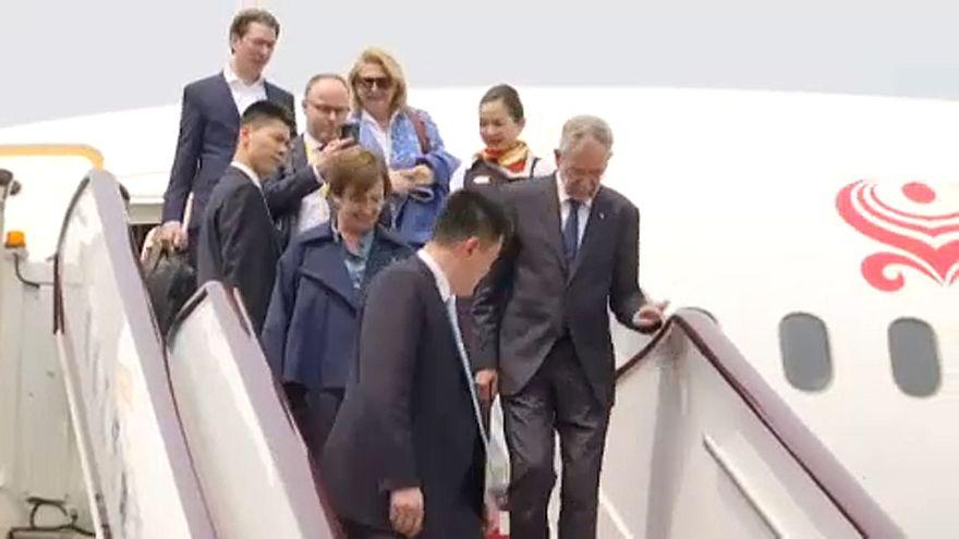 Bécs rendkívüli gesztust tett Pekingnek