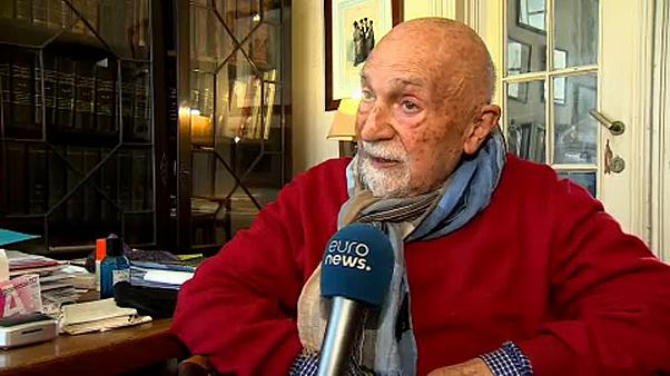 """""""A minha mãe mandou-me saltar do comboio"""", conta sobrevivente do Holocausto"""