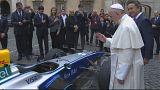 Papa abençoa carro de Fórmula E