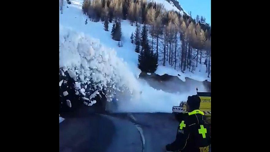 Снежная лавина удивила спасателей