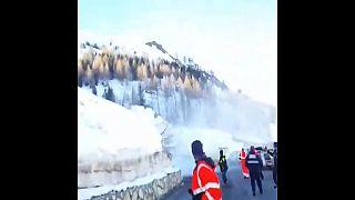 Espectacular avalancha en los Alpes frances