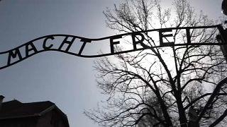 """Auschwitz, in 12mila per la """"marcia dei vivi"""""""