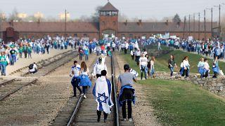 Auschwitz: 12.000 Menschen erinnern an Holocaust-Opfer