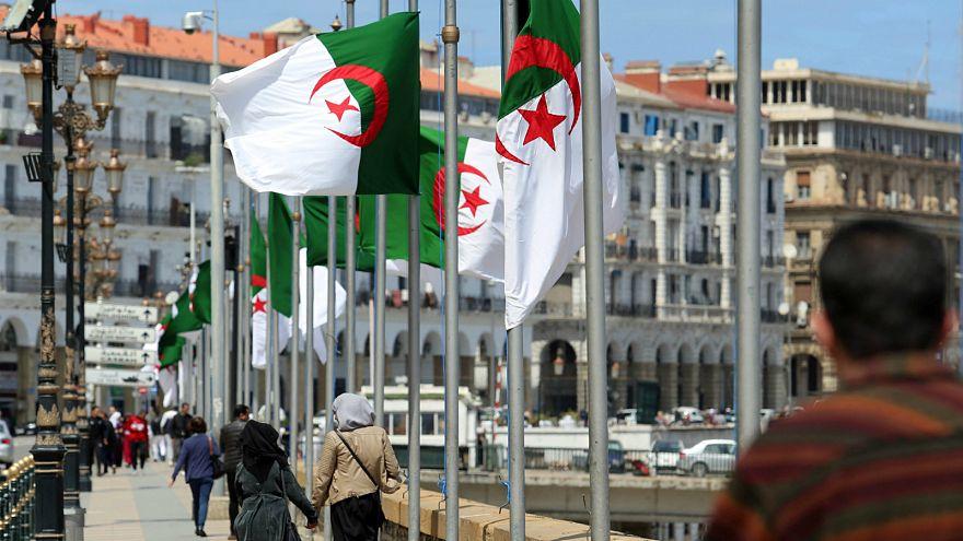 الجزائر تبكي ضحاياها في حداد عام