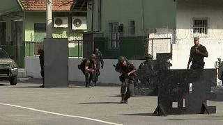 Katonai képzés a riói rendőröknek