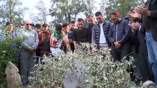 Crash de l'avion militaire : l'Algérie enterre ses premières victimes