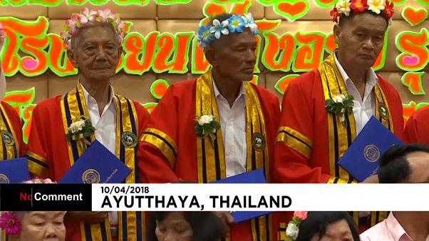 Thaïlande : retour à l'école pour les seniors