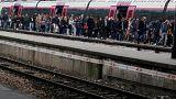 SNCF : moins de grévistes mais les vacanciers arrivent
