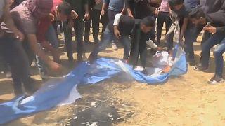 إحراق علم إسرائيلي في خان يونس