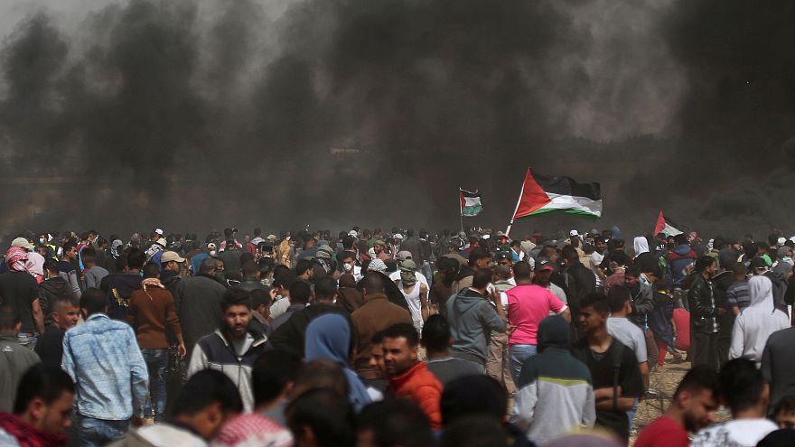Gaza, ancora scontri: un morto, centinaia di feriti