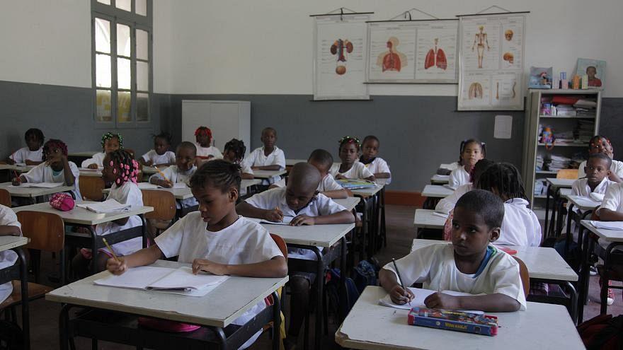 Professores angolanos terminam greve às aulas após acordo com o Governo