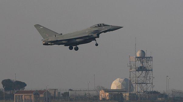 جنگنده فرانسوی در حال پرواز برای حمله نظامی هوایی به سوریه