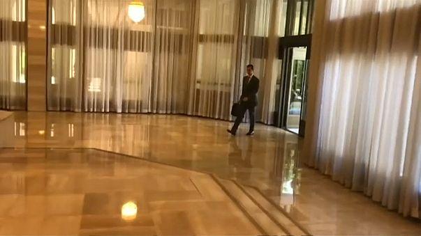 شاهد: الرئيس السوري في صباح يوم عمل على وقع غارات التحالف الثلاثي على دمشق