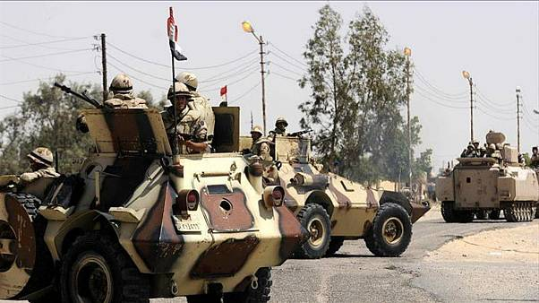 مقتل 8 عسكريين مصريين و15 متشدداً في هجوم  على معسكر في سيناء