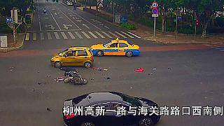 شاهد: كاميرات الأمن توثق حوادث مرورية مروعة في الصين