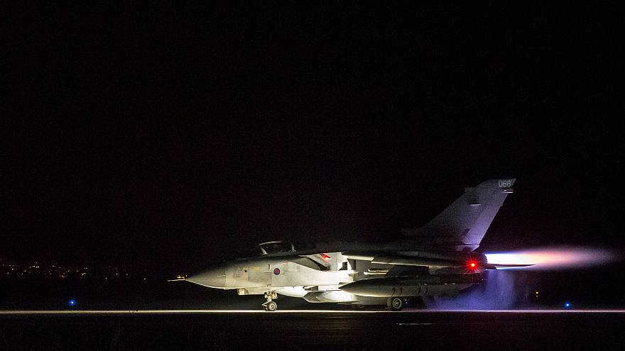 Подготовка британских истребителей к авиаудару по Сирии
