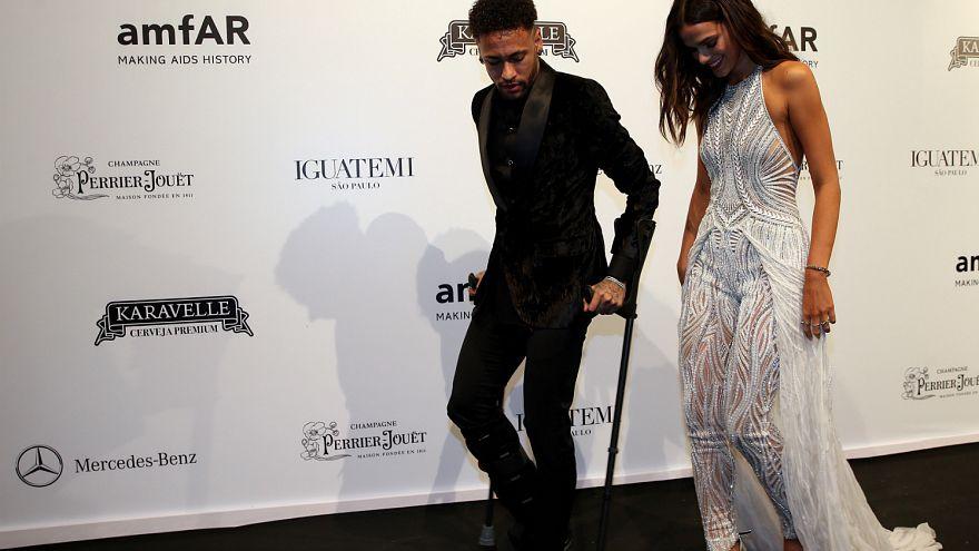 Neymar ve sevgilisi AİDS ile mücadele vakfının yıllık galasında