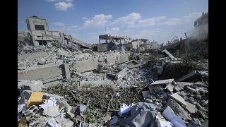 شاهد الهجوم الثلاثي على سوريا.. مواقع باتت أثراً بعد عين