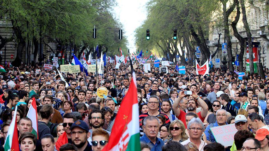 Manifestation géante à Budapest pour dire non à Orban