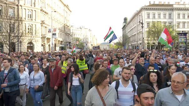 Húngaros pedem a recontagem dos votos