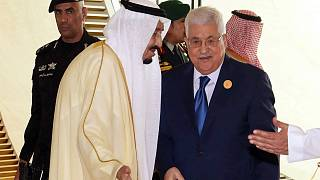 """عباس يدعو """"قمة القدس"""" إلى تبني خطته للسلام والسعودية تقدم 200 مليون دولار للفلسطينيين"""