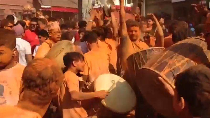 Nepal, in migliaia a Bhaktapur per celebrare la primavera