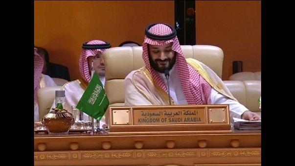محمد بن سلمان يستقبل القادة العرب في القمة العربية بالظهران