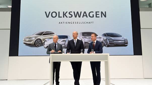 Die Volkswagen-Chefs bei einer Pressekonferenz in Wolfsburg