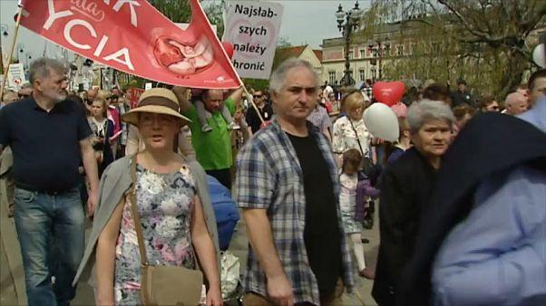 Cattolici polacchi di nuovo in piazza contro l'aborto