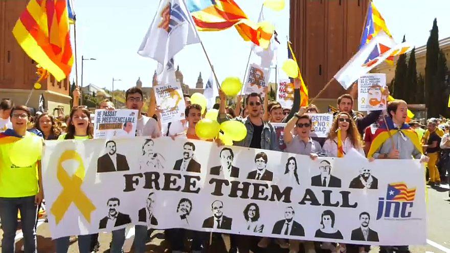 Barcellona in piazza per chiedere il rilascio dei leader indipendentisti