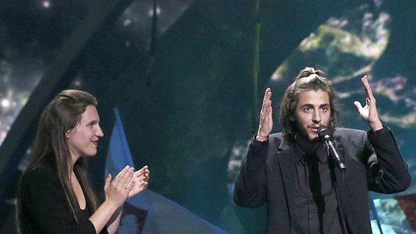 Luísa Sobral e o irmo Salvador na noite da consagração em Kyiv