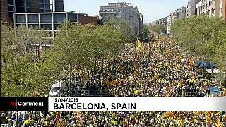Ruas de Barcelona cheias pela libertação de líderes catalães