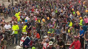 Vienna, migliaia di ciclisti per il raduno annuale