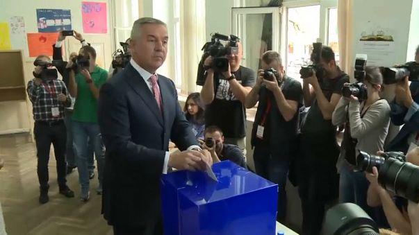 Djukanovic na frente para a presidência de Montenegro