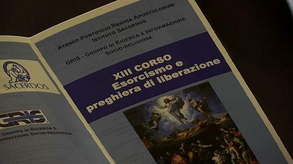 A Roma il corso di esorcismo... anche al telefono