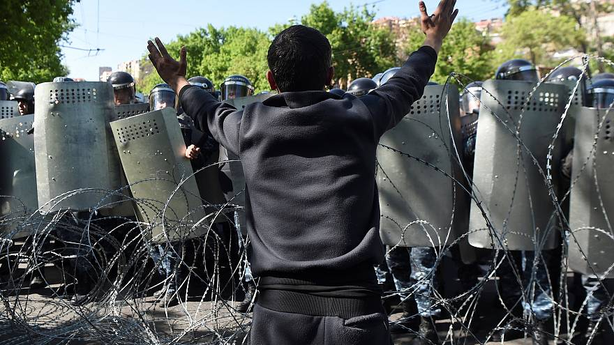 Armenians protest against government changes