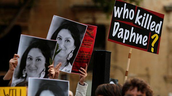 Коллеги убитой журналистки Каруаны Галиции завершат её расследования