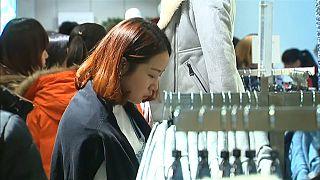 Chinesische Frau auf Shopping-Tour