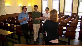 Estudantes entrevistados pela repórter da euronews, Isabel Marques da Silva