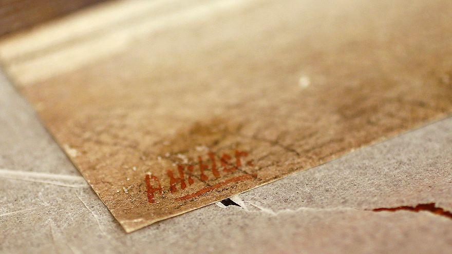 توقيع هتلر على لوحة رسمها لإحدى عشقيقاته