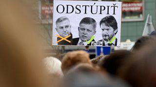 Megbuktatta a tömeg a rendőrfőkapitányt is Szlovákiában