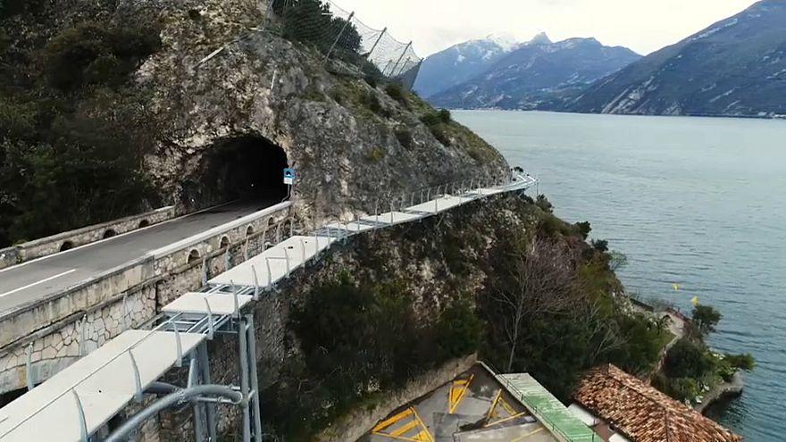 """شاهد: بناء جسر """"طائر"""" للدراجات في أعلى بحيرة بإيطاليا"""