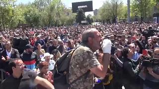 Dezenas de feridos em protestos na Arménia