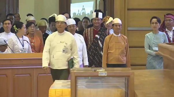 Myanmar'da 8 bin tutukluya af