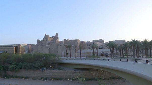 شاهد: السعودية تشرّع أبوابها للسيّاح من مختلف بلدان العالم