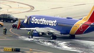 وفاة راكب بعد هبوط طائرة اضطراريا في فيلادلفيا لتعطل أحد محركاتها